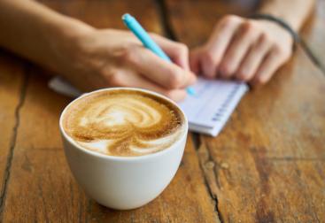 Koffie en notitieboekje